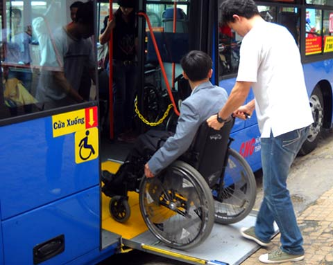 A wheelchair user getting off an accessible bus began operating in Ho Chi Minh City on July 3. (Photo credit: Talk Vietnam)