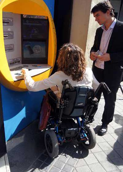 Technosite and la Caixa have developed a new solution to overcome accessibility barriers to ATMs. Photo: Technosite and la Caixa