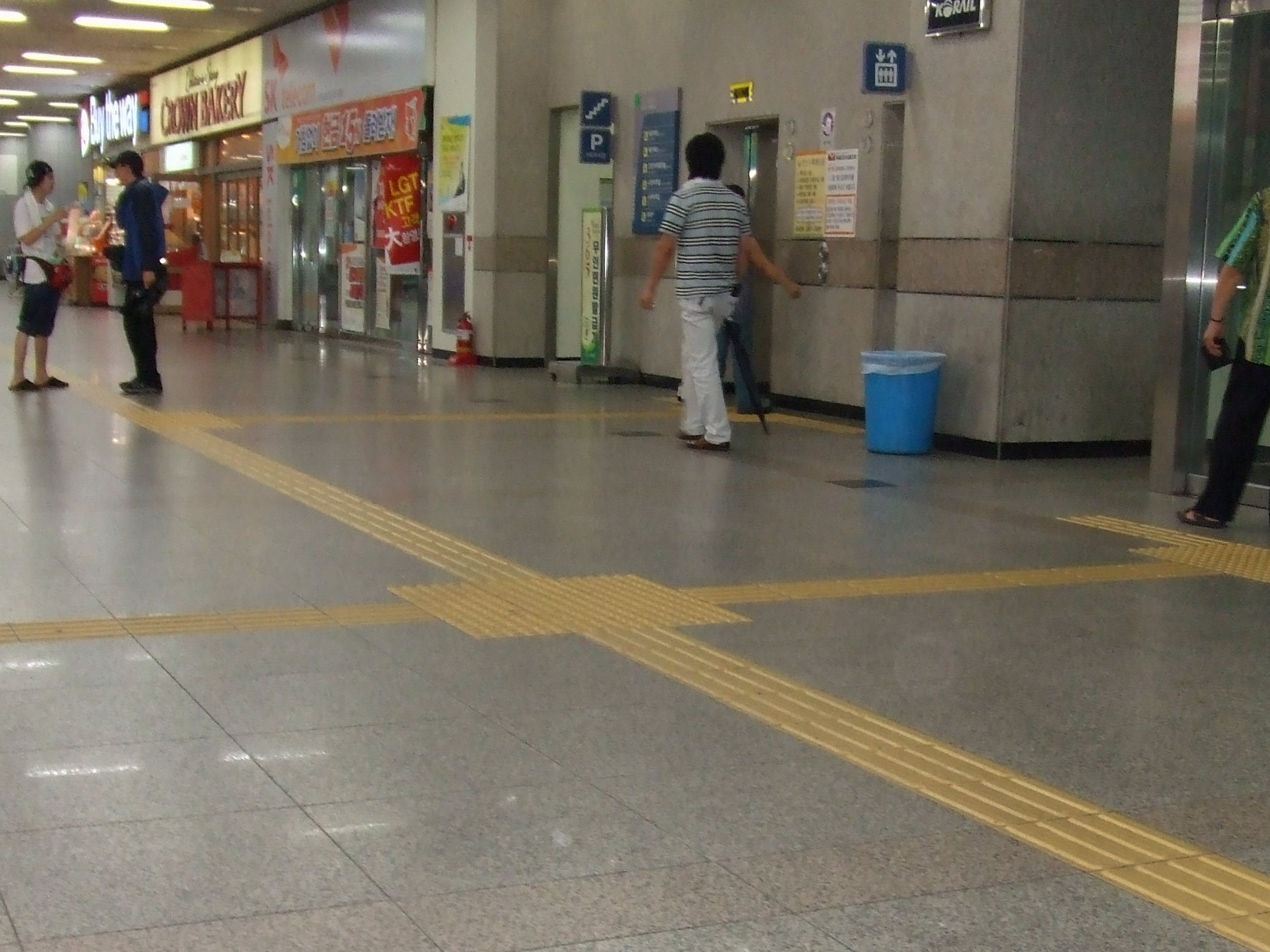 tactile paving for people with vision disabilities in Seoul