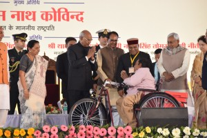 On Stage Left to Right - Sh. Nitish Kumar, Chief Minister of Bihar, Shri Thaawarchand Gehlot, Union Minister SJ&E, Shri Shivraj Singh Chauhan, CM of MP, Hon'ble President of India Shri Ramnath Kovind, Smt. Anandiben Patel, Governor