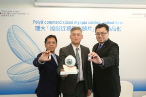 The novel myopia control contact lens developed by Professor To Chi-ho (centre), Head of the School of Optometry, PolyU, and the research team is licensed to Vision Science and Technology Co. Ltd. (VST). On the left is Mr Jackson Leung Tse-man, Founder and Director of VST; on the right is Mr Raymond Chu, Assistant Director, Institute for Entrepreneurship, PolyU.