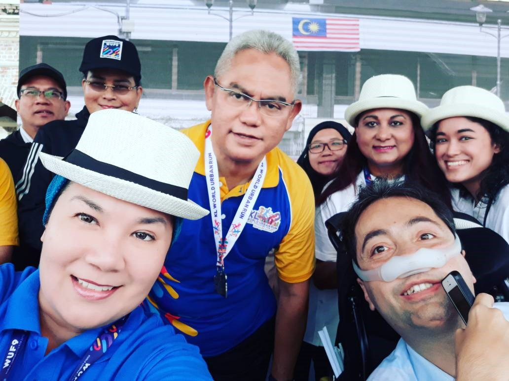 Group photo of GAATES President Victor Pineda, Malaysian Minister of Urban Wellbeing, Housing and Local Government Noh Omar, Malaysian Journalist Ras Adiba Radzi, Dr Asiah Mason and 3 local participants of the Aerial Art Adovacy event Cities for All in Merdeka Square