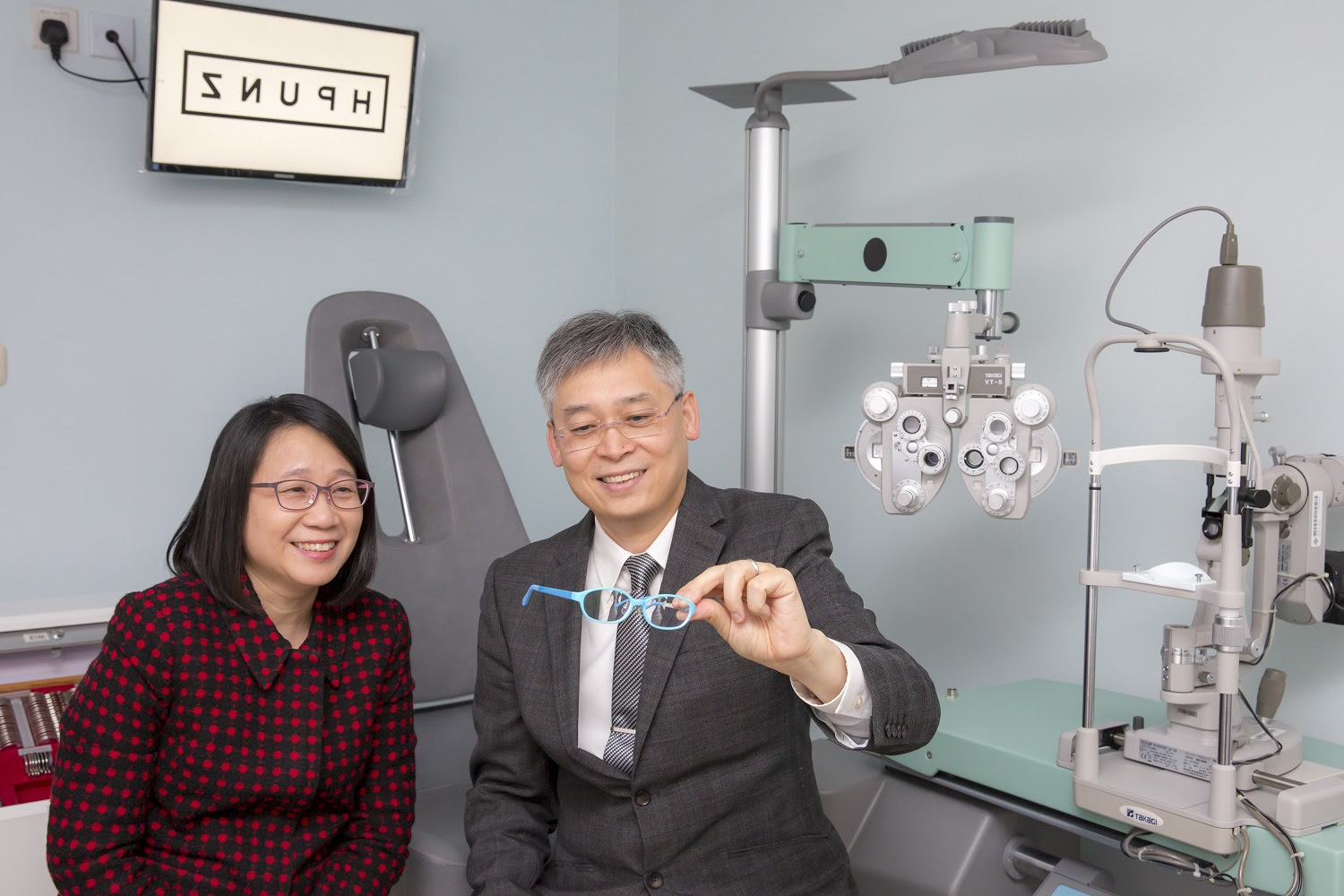 Winning Project: Defocus Incorporated Multiple Segments (DIMS) Spectacle Lens for Myopia Control Principal Investigators: Prof. Carly SY LAM (left) and Prof. Chi Ho TO, School of Optometry Credit: The Hong Kong Polytechnic University