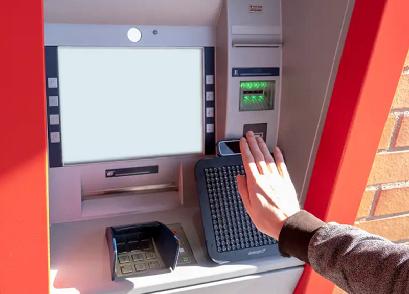 Braille display device being used at an ATM