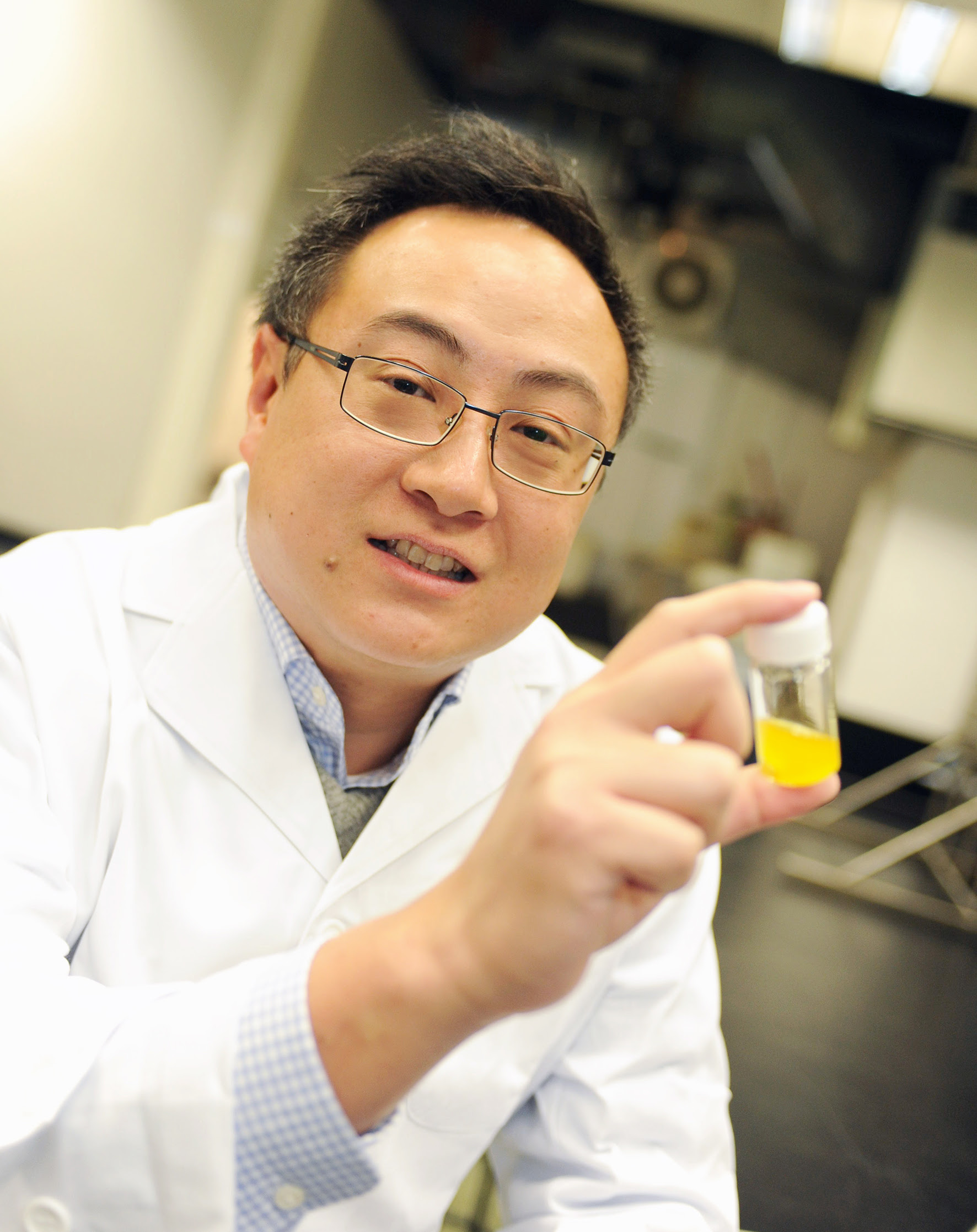 Dr Edmond Ma Dik-lung has developed the world's first metal-based probes for imaging dopamine receptor in living cells.
